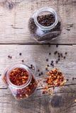 Хлопья Chili и черный перец Стоковое Изображение RF