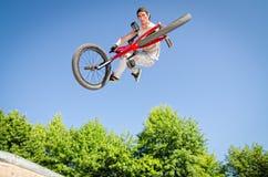 Хлыст кабеля эффектного выступления велосипеда BMX Стоковое Изображение RF