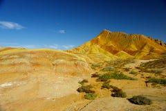 Цветастая гора и голубое небо Стоковое фото RF