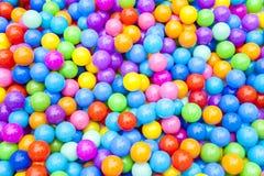 Цветастая пластичная предпосылка шариков Стоковые Фотографии RF