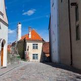 Цветастая улица в старом городке Tallinn стоковое изображение rf