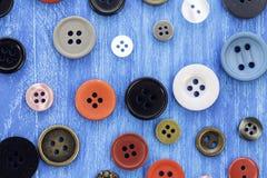 Цветастая шить предпосылка кнопок Стоковая Фотография RF