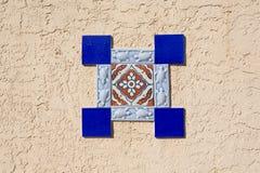 Цветастое винтажное украшение стены керамических плиток стоковая фотография rf