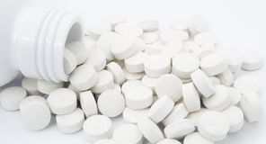 цветастое полученное здоровье много medicament другая сила пилек некоторые таблетки к витаминам Стоковые Изображения RF