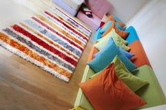 цветастое самомоднейшее усаживание seating комнаты ротанга Стоковое Фото