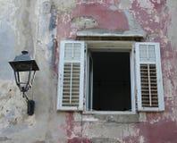Цветастое старое окно Стоковая Фотография RF