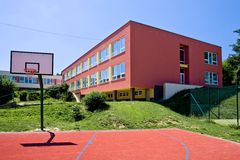 Цветастое школьное здание Стоковая Фотография RF