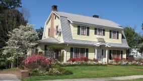цветасто landscaped дом Стоковая Фотография RF