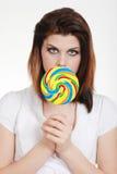 цветастые детеныши женщины lollipop стоковая фотография