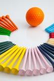 Цветастые деревянные тройники гольфа стоковое изображение
