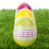 Цветастые живые пасхальные яйца стоковые изображения rf