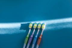 цветастые 4 зубной щетки Стоковые Изображения