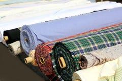 цветастые крены рынка ткани гребут магазин стоковые фотографии rf