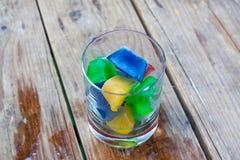 Цветастые кубики льда в стекле стоковые фотографии rf