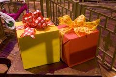Цветастые настоящие моменты коробок подарка Стоковое Изображение