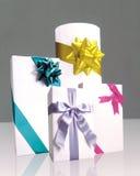 цветастые обернутые тесемки подарков Стоковое Фото