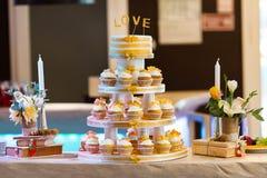 цветастые пирожня Булочки с сливк Стоковое Фото