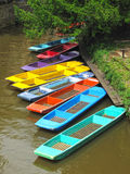 Цветастые плоскодонки на реке в Оксфорд Стоковые Изображения