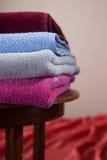 цветастые полотенца кучи хлопка стоковая фотография rf