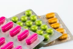 Цветастые таблетки в пакете волдыря Стоковые Изображения RF