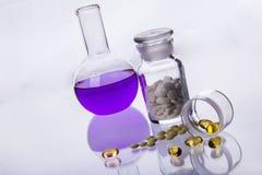 Цветастые таблетки на белой предпосылке. Стоковое фото RF