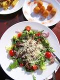Цветастые тарелки Стоковое фото RF