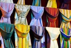 цветастые шарфы silk стоковое фото