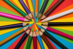 цветастые crayons покрашено различно много карандашей стоковое изображение