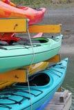 цветастые kayaks Стоковое Фото