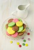 цветастые macaroons стоковые фото