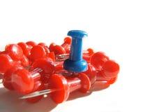 цветастые thumbtacks Стоковые Изображения