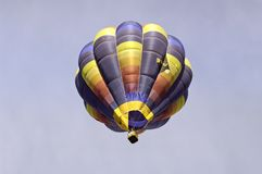 Цветастый использующий горячий воздух воздушный шар Стоковая Фотография