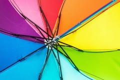 Цветастый конец вверх по конспекту зонтика радуги Стоковые Фото