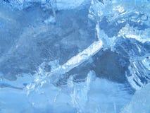 Цветастый лед абстрактная текстура льда против предпосылки голубые облака field wispy неба природы зеленого цвета травы белое Стоковые Изображения RF
