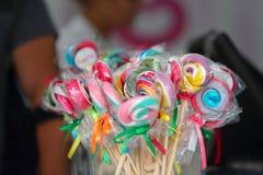 Цветастый сладостный леденец на палочке Стоковое Изображение RF