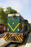 цветастый тепловозный старый поезд железнодорожного вокзала Стоковая Фотография RF