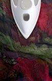 цветастый чувствительный утюживя шелк Стоковая Фотография RF
