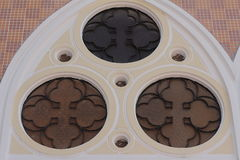 Цвета двери искусства зеркало окон дизайна красивого исламское и зеленая ветвь дерева Стоковое Изображение