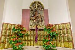 цвета Золото римские экраны в городе Gerona в Испании, 13-ое мая 2017 Стоковые Изображения RF