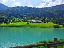 Цвета искусственного озера стоковые изображения rf