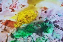 Цвета и оттенки голубого зеленого цвета Phosporescent коричневые желтые фиолетовые темные Абстрактная влажная предпосылка краски  стоковое фото rf
