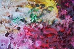 Цвета и оттенки Phosporescent розовые красные желтые темные Абстрактная влажная предпосылка краски Пятна картины стоковое изображение