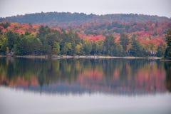 Цвета падения на Oxtongue Lake Ontario Стоковое фото RF