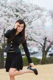 Цветение вишни с женщиной Стоковая Фотография