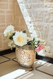 цветет ваза гончарни peony Стоковое фото RF