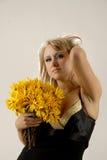 цветет желтый цвет женщин Стоковое фото RF