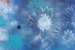 цветет надпись на стенах стоковая фотография rf