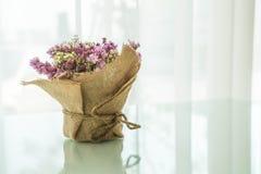 цветет украшение букета на таблице Стоковое Изображение RF
