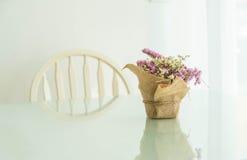 цветет украшение букета на таблице Стоковые Фотографии RF