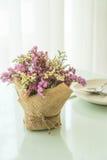 цветет украшение букета на таблице Стоковое Фото